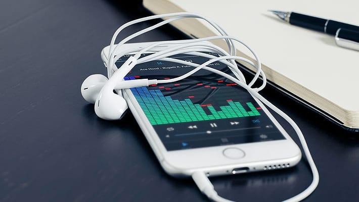 iPhoneで曲をシャッフルして聴く設定方法