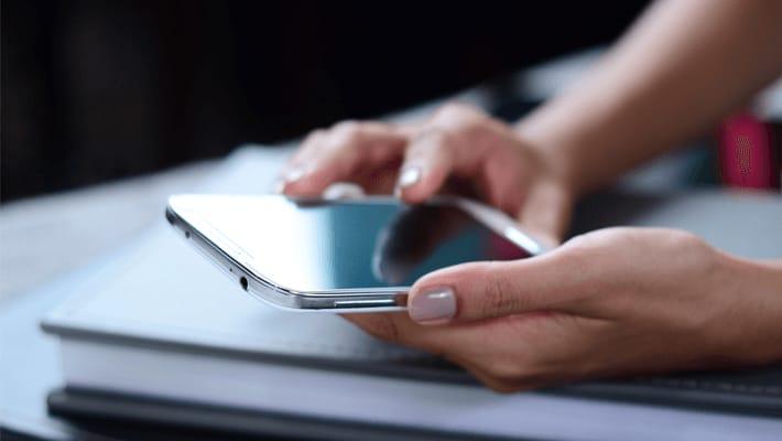 iPhoneに保護フィルムを貼る必要性と綺麗に貼るコツ